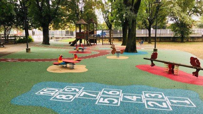 Nuova area giochi e campo da tennis a Calvenzano